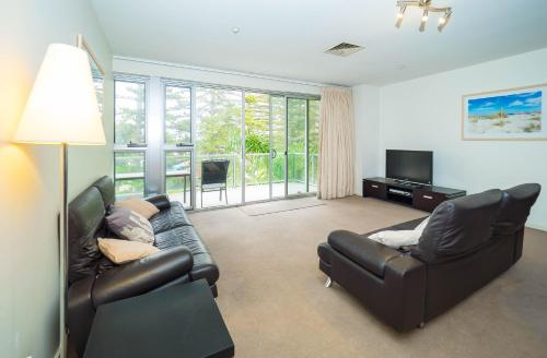 A seating area at Glenelg Beachside Luxury Apartments