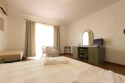 A bed or beds in a room at Residence Le Bouganville