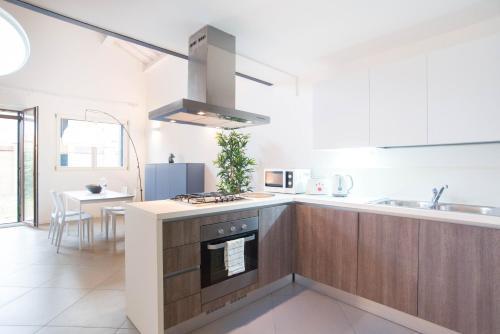 Cuisine ou kitchenette dans l'établissement Murano glass loft