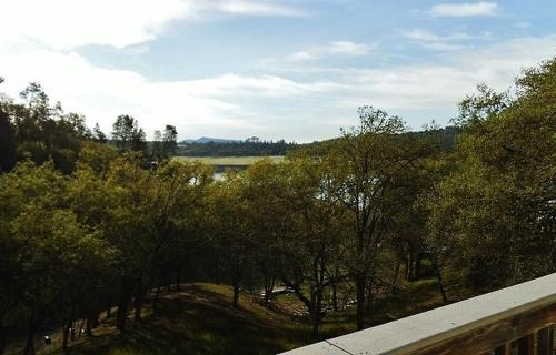 Simply Lake Front at Lake Nacimiento in Paso Robles Wine Country