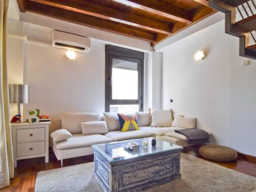 A seating area at DUPLEX CENTRO DE MADRID-LA LATINA + GARAJE 4+1 pax