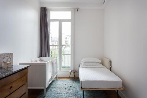 A bed or beds in a room at Rue du Ranelagh III by Onefinestay