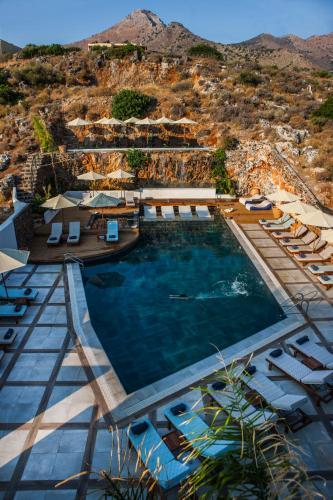 Вид на бассейн в Elounda Orama или окрестностях
