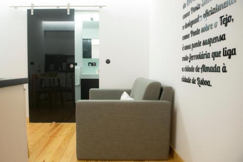 Uma área de estar em Páteo Saudade Lofts