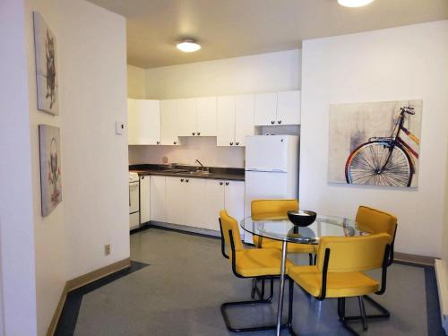 A kitchen or kitchenette at Montreal Downtown Apartment