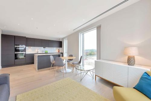 LARGE 2 Bedroom Flat In Chelsea - For 4 People!