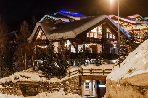 Chalet Snowflake During The Winter