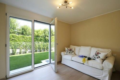 A seating area at Montagnola Apartment Sleeps 10 Pool Air Con