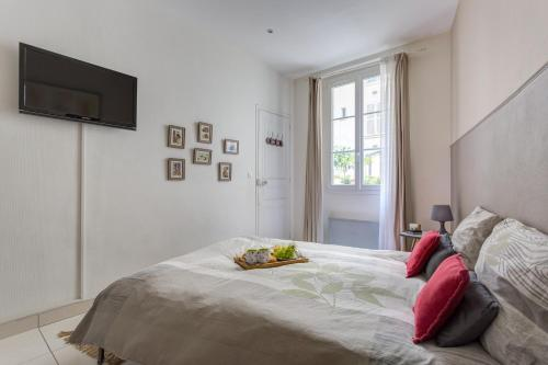 A bed or beds in a room at Apt 45 m2 Paris Centre
