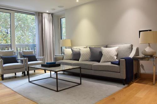 3 Bedroom Flat In Westminster