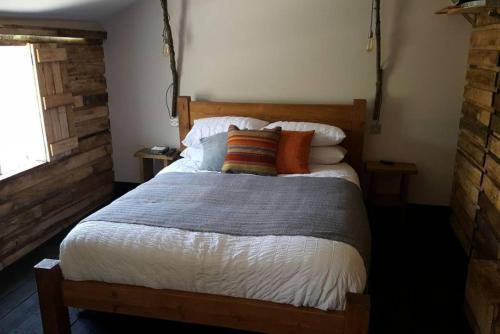 Ein Bett oder Betten in einem Zimmer der Unterkunft Treehouse loft in Central Hove Brighton
