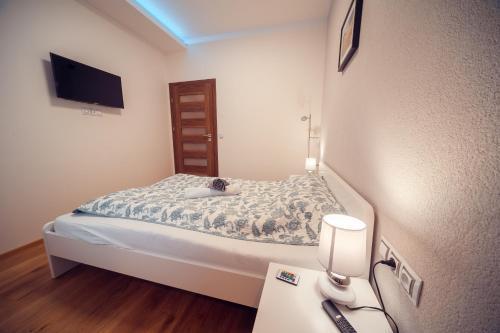 Кровать или кровати в номере Royal apartment with balcony