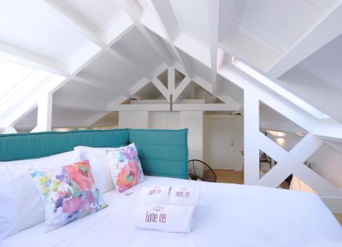 Uma cama ou camas num quarto em HM - Ribeira São João Apartment - 6L