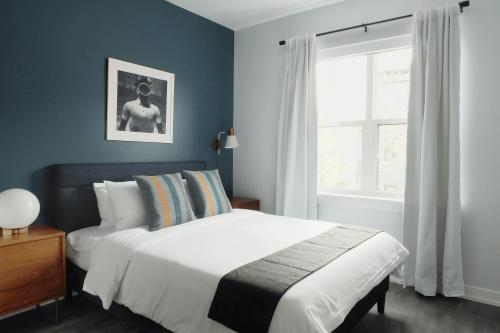 A bed or beds in a room at Sonder- North Lincoln