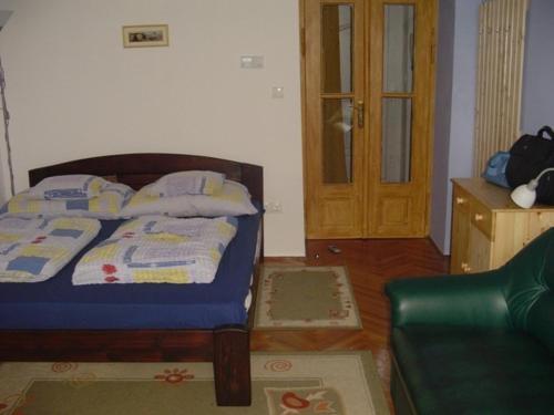 Katil atau katil-katil dalam bilik di Azúr Apartman