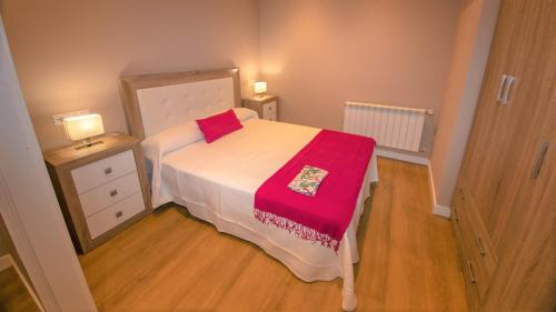 A bed or beds in a room at Apartamentos Silo