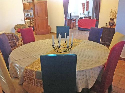 A restaurant or other place to eat at Vale de Rosas Villa Sleeps 8