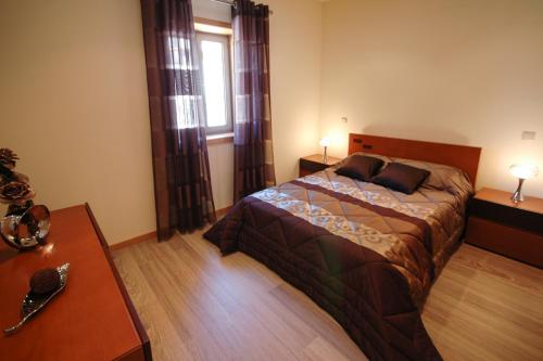 A bed or beds in a room at Paradela Villa Sleeps 6 Pool WiFi