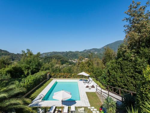 A view of the pool at Villa Onirica or nearby