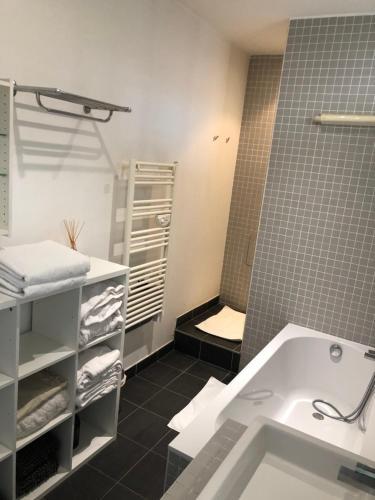 Salle de bains dans l'établissement loft du passage