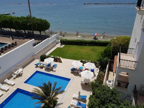 A view of the pool at Les Sirenes Apartments or nearby