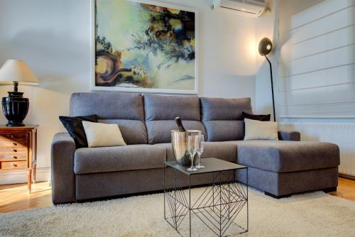 A seating area at UD Apartments - Central Gran Via Apartment