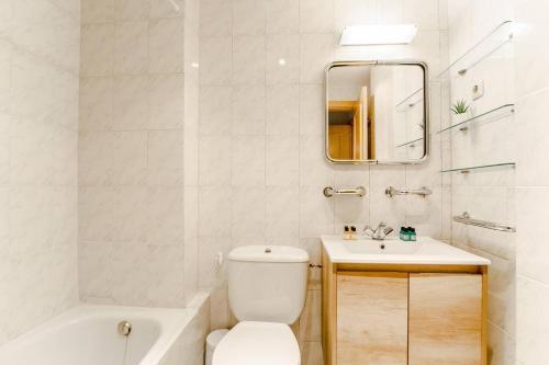 A bathroom at BRIGHT FLAT | Parking/Wanda Metropolitano/ Airport