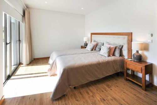A bed or beds in a room at Calheiros Villa Sleeps 8 Air Con WiFi