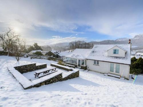 Elterwater Villa Sleeps 10 WiFi during the winter