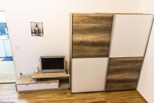 A television and/or entertainment center at Gorgeous Flat only 15 min to center