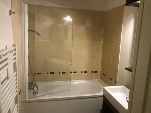 A bathroom at Val d'Azur