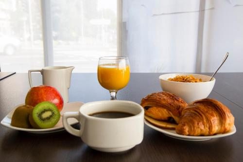 Breakfast options available to guests at Appart'hotel-Park hotel