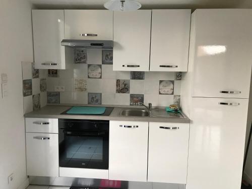 Cuisine ou kitchenette dans l'établissement Eden Rock