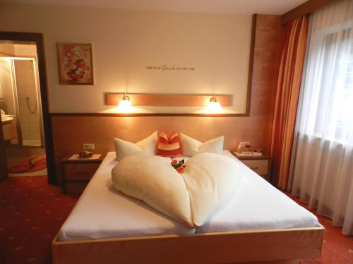 A bed or beds in a room at Haus Ladner