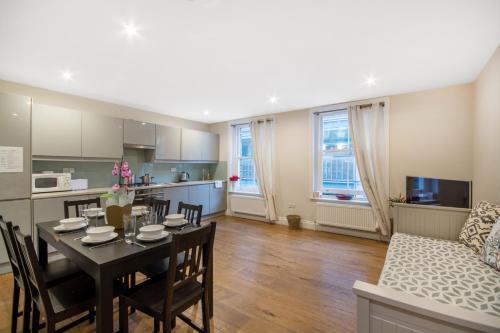 Luxurious Central Soho Apartment