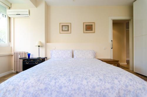 A bed or beds in a room at BEST FOR BERNABEU AND IFEMA