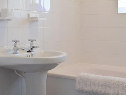 A bathroom at Duneane Cottage