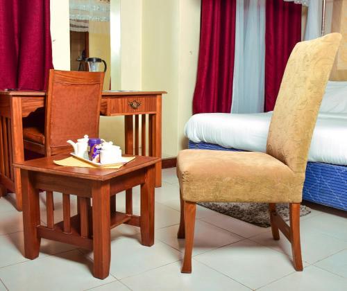 A seating area at Tildah Studio Apartments