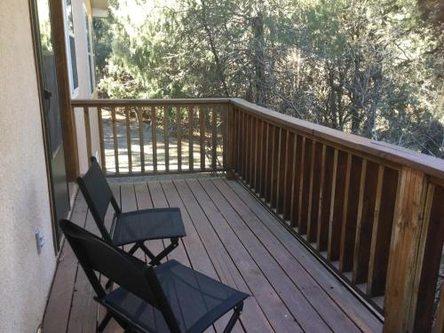 A balcony or terrace at Tewa's Mountain House