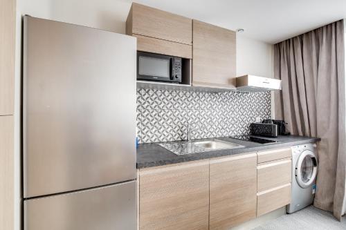 Cuisine ou kitchenette dans l'établissement Glamour Porte De Versailles - Parc Des Expo