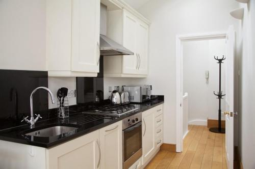 A kitchen or kitchenette at St Albans Studios