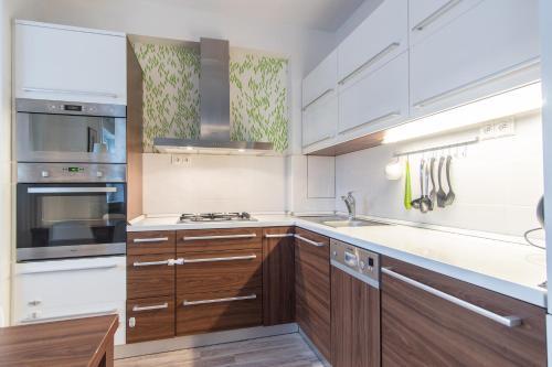 Dapur atau dapur kecil di Modern Apartment in Quiet and Hipster Area by easyBNB