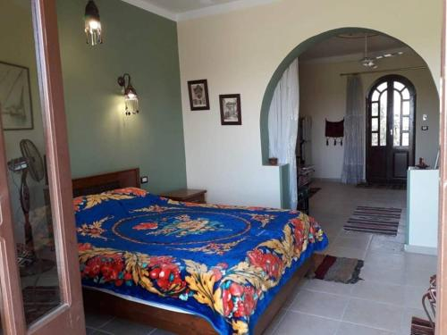 A bed or beds in a room at Villa Bahri Luxor Apartment