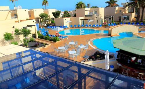 Uitzicht op het zwembad bij Alisios Playa of in de buurt