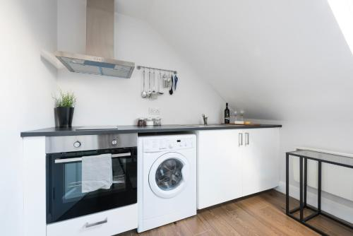 A kitchen or kitchenette at Quality Apartments Close to Tube