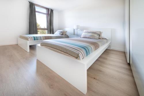 A bed or beds in a room at Agaró Cambrils Apartments