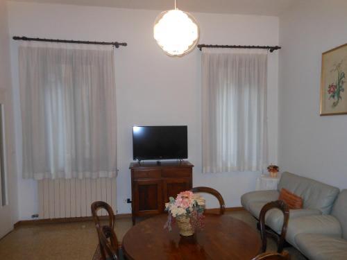 A television and/or entertainment center at Appartamenti del Dose