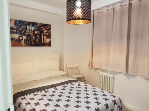 A bed or beds in a room at APARTAMENT FREI ROSENDO