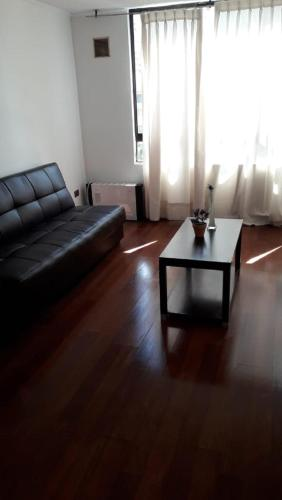 A seating area at Monjitas Apartments