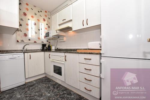 A kitchen or kitchenette at Llaveria
